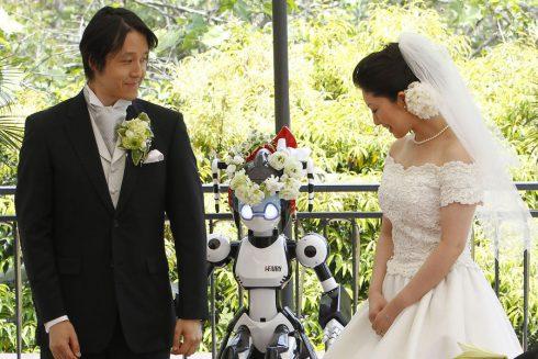 Avec un robot pour temoin a Tokyo Japon