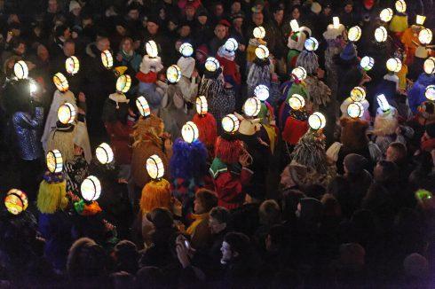 Le Carnaval de Bâle est le plus grand carnaval de Suisse. Il a lieu chaque année entre février et mars.