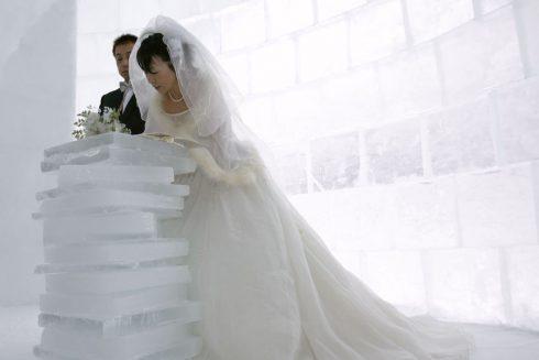 Dans une chapelle de glace a Shikaoi Japon