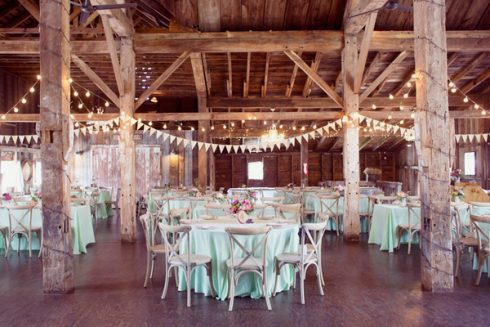 Ruffled - photo by http://www.dreamlovephotography.com/ - http://ruffledblog.com/bishop-farm-wedding/