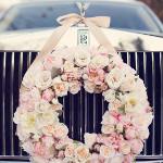 Les fleurs comme décoration pour votre voiture de mariage
