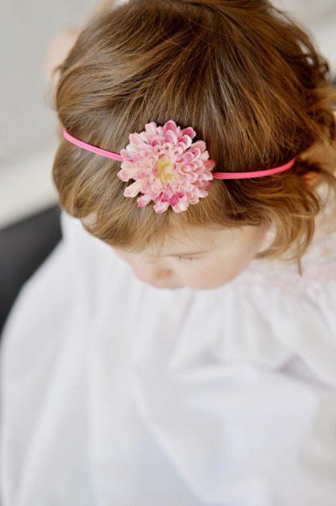 coiffure serre tete rose bapteme