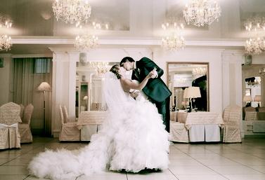couple mariée bisous