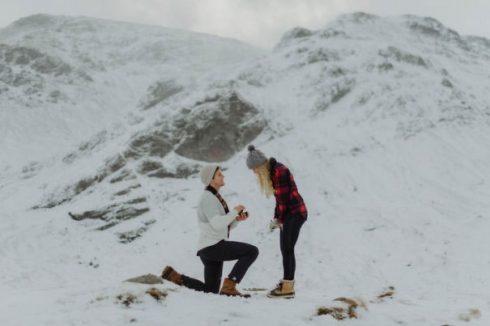 demande en mariage neige montagne