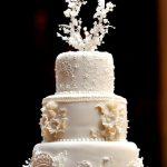 gâteau multi étage blanc