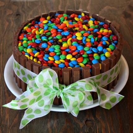 Gateau d anniversaire avec bonbon facile faire blog for Decoration gateau m m s