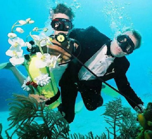 mariage insolite sous l'eau