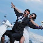 Des mariés avec lunettes de soleil fun